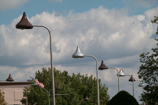 View of streetlights in Hershey, PA where the tops of the lights are shaped like Hershey kisses, some silver as if covered in foil and others the color of milk chocolate as if unwrapped